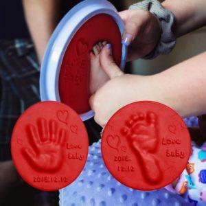 Dětská hlína na obtiskování dlaní a chodidel novorozenců